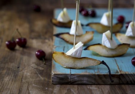 גבינת קממבר עם אגסים מקורמלים