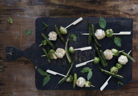 שיפודי גבינת עיזים וירקות ירוקים