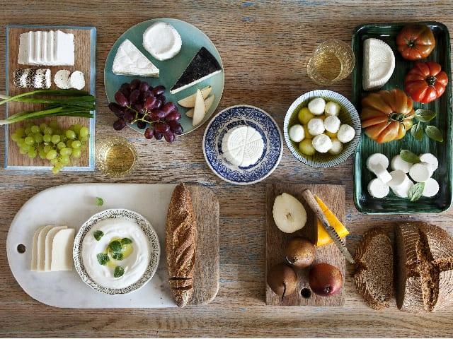 שולחן ערוך עם גבינות גד