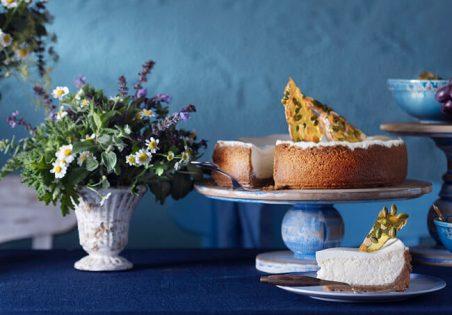 עוגת גבינה עם קרמל שקדים ופיסטוקים
