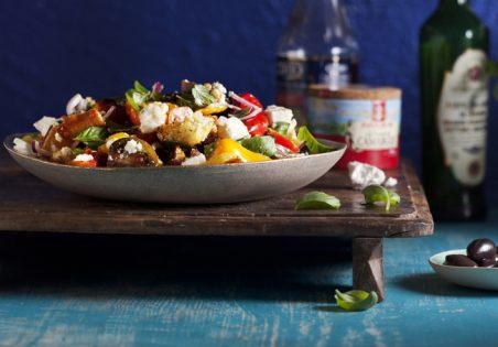 סלט פנזנלה עם ירקות קלויים ופטה עיזים