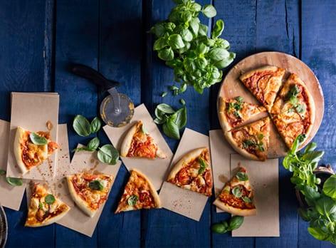 פיצה מוצרלה וסטרקינו