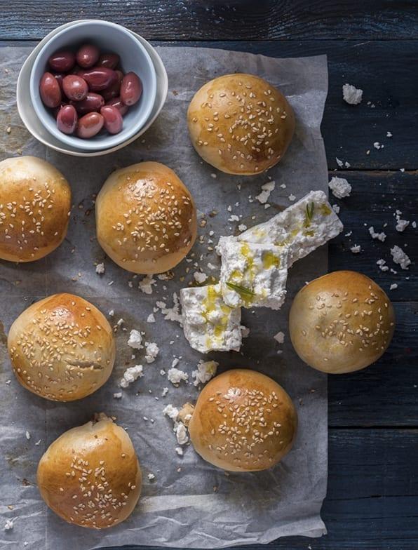 הצרכניה- לחמניות אפיות עם גבינה