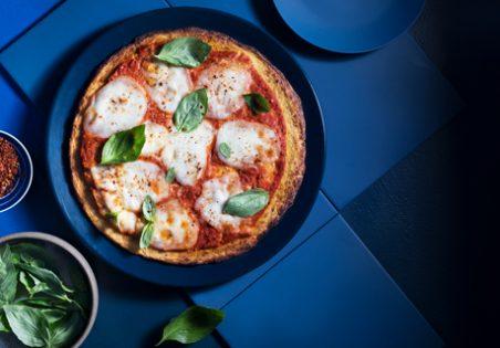 פיצה כרובית עם עגבניות ומוצרלה פרסקה