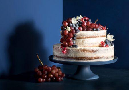 עוגת קומות עם קצפת מסקרפונה ופירות קיץ