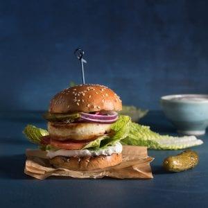 המבורגר חלומי עם תרד ובצל מטוגן